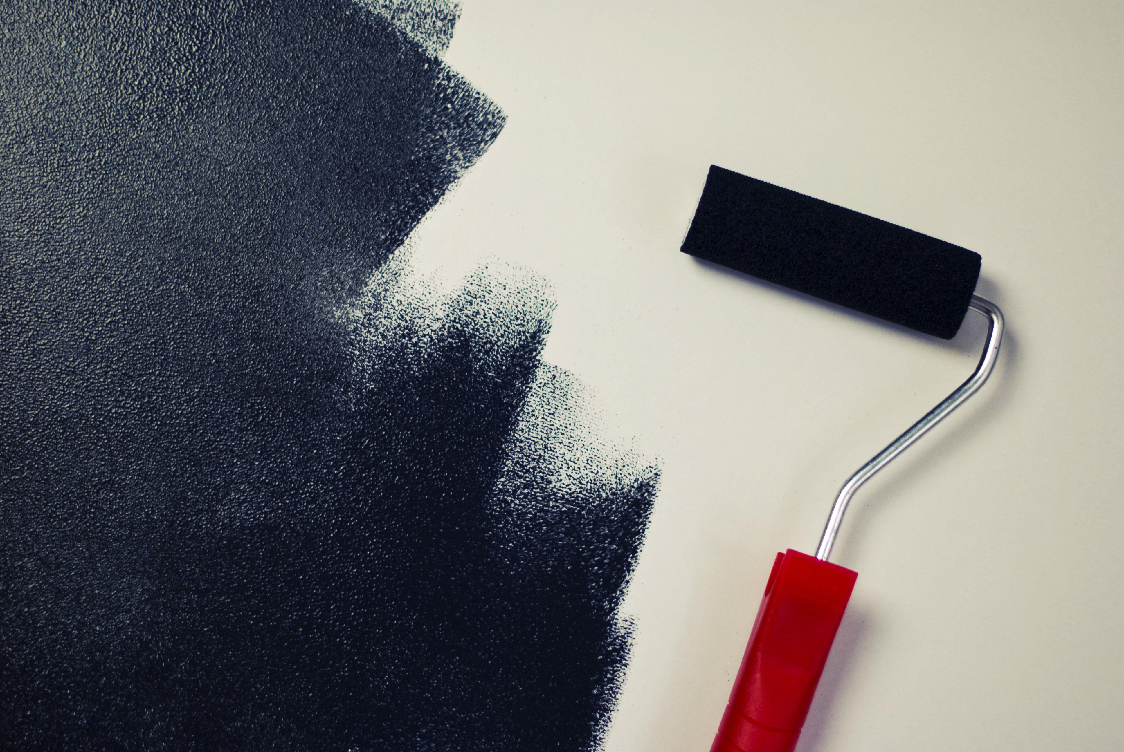 Malowanie ścian, przybijanie gwoździ, naprawa usterek – co może, a co musi najemca?